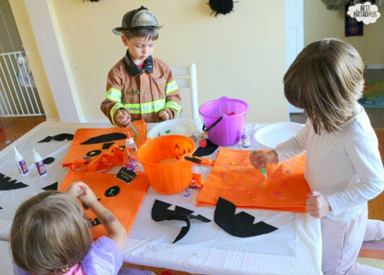 Make a Trick-or-Treat Bag for Halloween  | via Best Birthdays