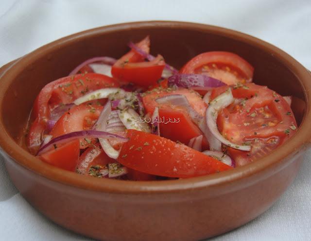 Ensalada de Tomate y Cebolla (Domatosalata me Kremidia)