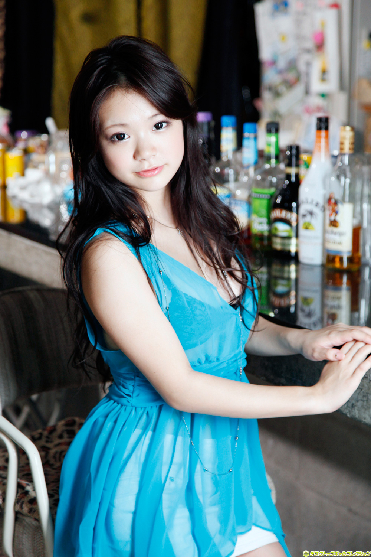 Kana Tsuruta Japanese Gravure Idol Sexy Blue Sky Robe ...