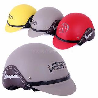 Vỏ mũ được làm từ hạt nhựa ABS nhập khẩu chuyên dụng cho sản xuất mũ bảo hiểm, chịu được va đập mạnh và xuyên thủng cao, bảo hành 24 tháng.