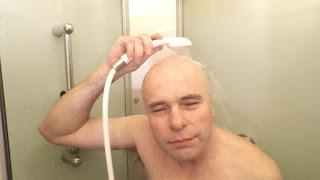 pelado lavandose humor