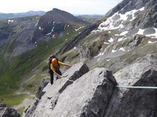 fernando Calvo guía de alta montaña uiagm camp, cassin , rab oakley europe portillin oriental arista , zamberlan, dufur