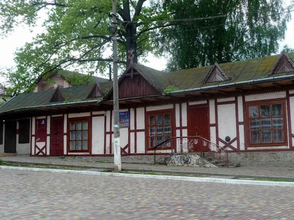 Старый Самбор. Площадь Рынок. Магазин