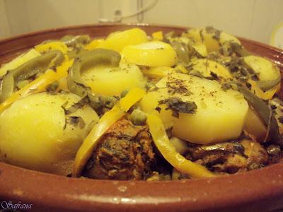 Makreel tajine met aardappel, paprika en doperwtjes