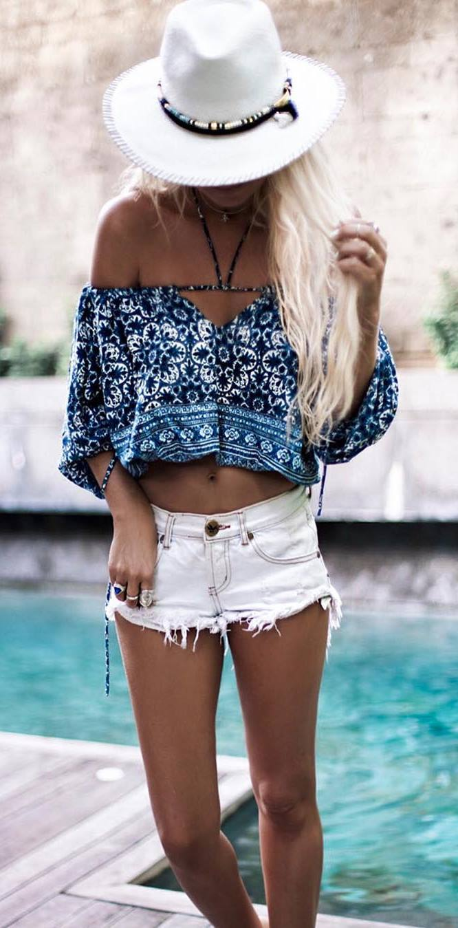 gypsy style outfit: hat + printed top + shorts