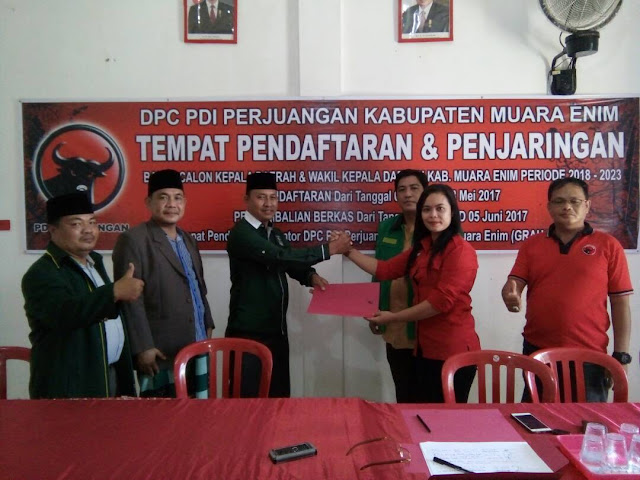 H.Juharsyah,SH Ambil Formulir Balon Bupati Di DPC PDIP Muara Enim