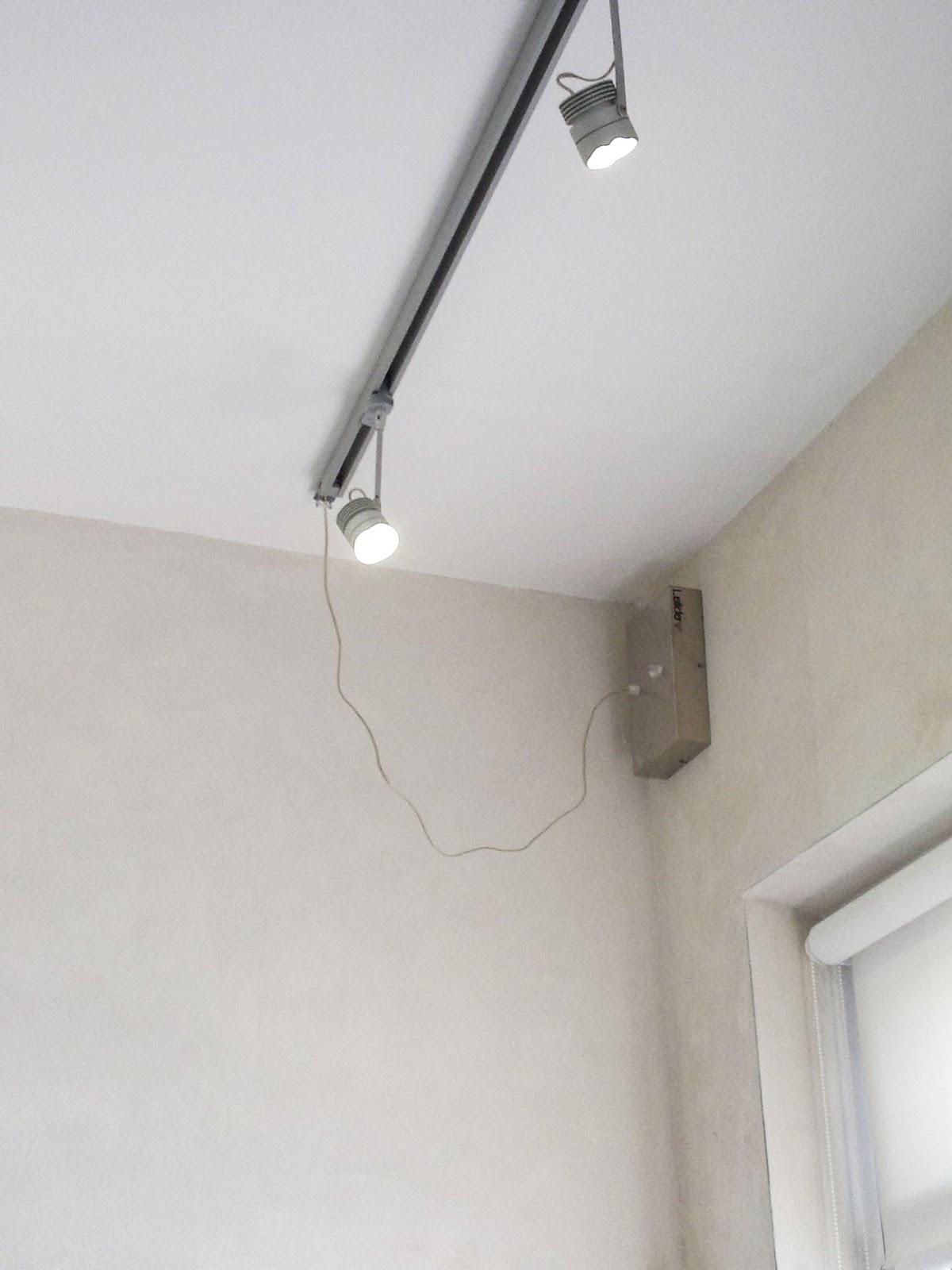 Illuminazione led casa binario elettrificato e faretti led for Illuminazione led