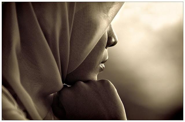 Tolak Melepas Jilbab, Muslimah Yang Baru Satu Hari Bekerja Ini Pun Dipecat Oleh Perusahaan