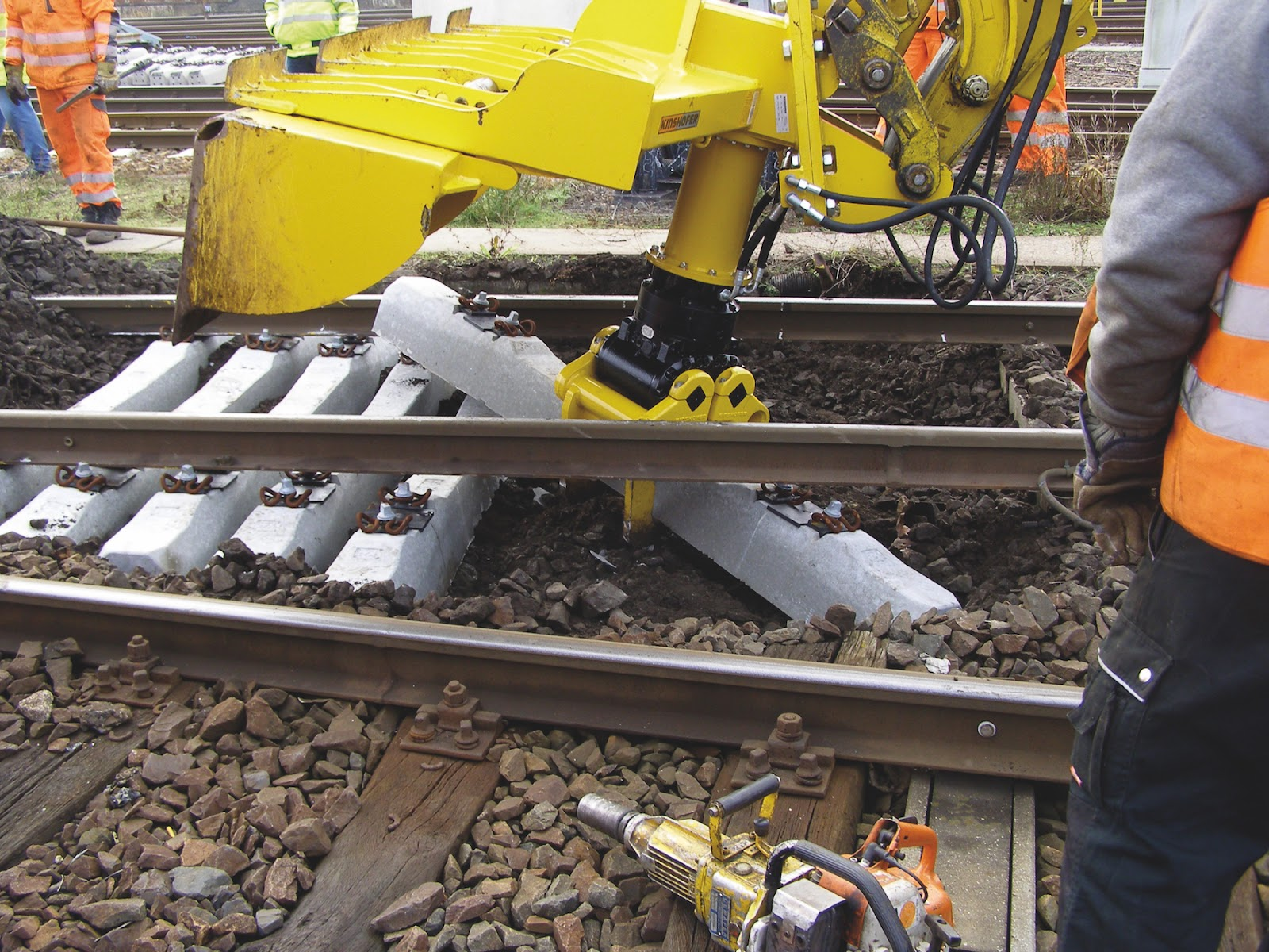 KINSHOFER's Railway Tie Changer Attachments Offer Efficient Railway