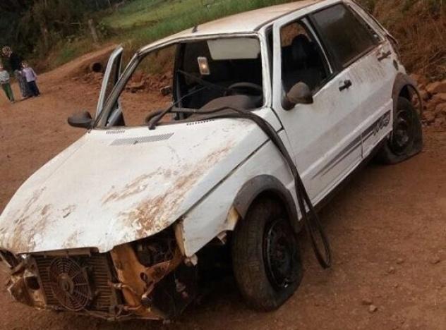 Jovem de 23 anos e adolescente de 13 anos eram ocupantes do Fiat/Uno que se acidentou (Fotos: Divulgação)