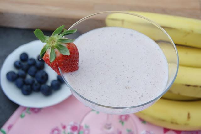II śniadanie, koktajl dla dzieci, owocowy koktajl, bananaowy koktajl, truskawkowy koktajl, mleczny koktajl, przepisy dla dzieci