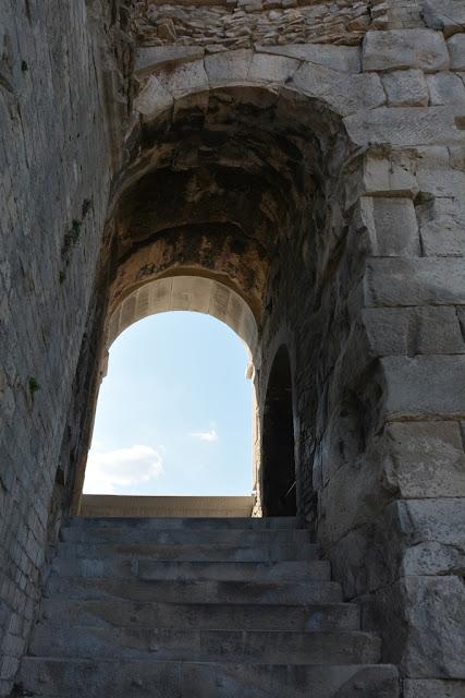 Arena Nimes windows arch