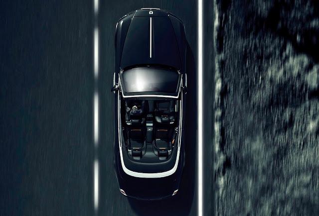 フライングレディまで黒塗り!黒ずくめのロールス・ロイス「ドーン・ブラックバッジ」を初披露。