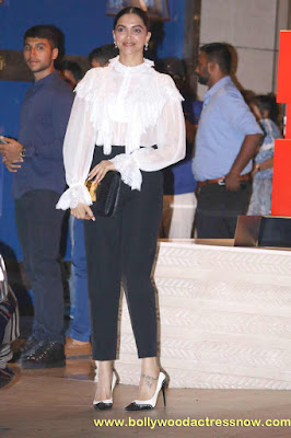 Bollywood Star Deepika Padukone at  party with the Mumbai Indians 04
