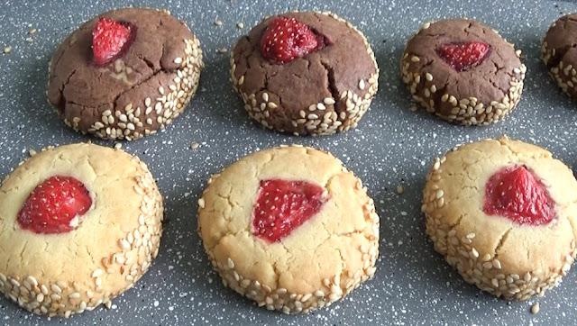 petits fours, fraise, recette, comment décorer, petits fours à la fraise, chocolat, comment décorer gâteaux, idées, sans beurre, que faire avec des sablés, sésame