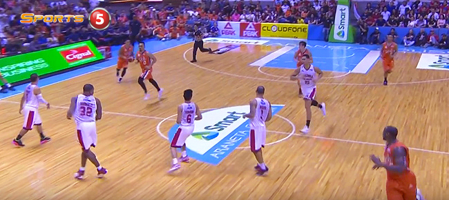 Jimmy Alapag's 3/4 Court Pass To Allen Durham For The Slam (VIDEO)