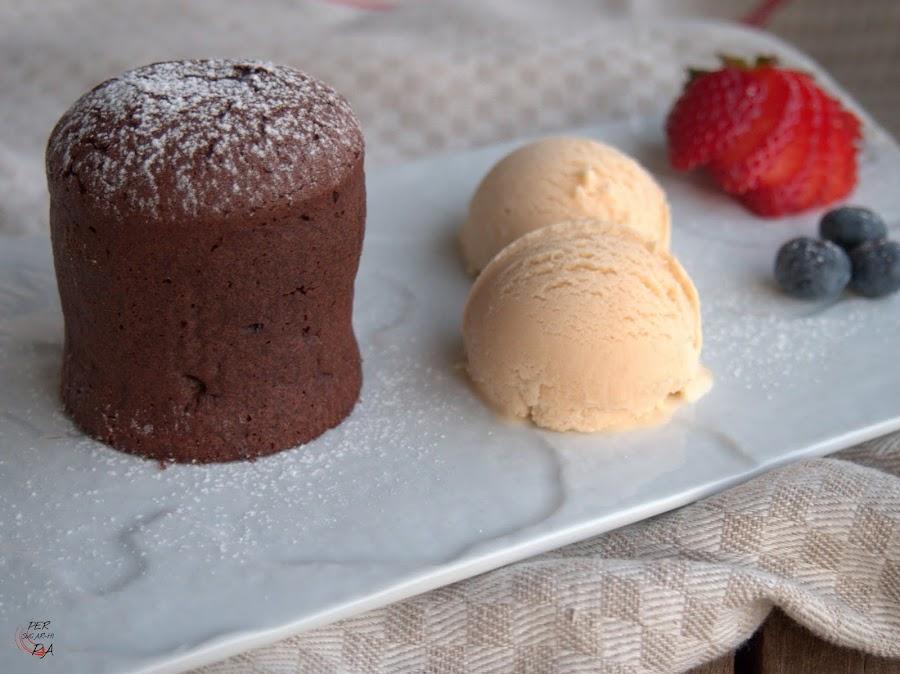 Coulant, postre de chocolate con un exterior de bizcocho y un núcleo interior líquido de gianduja de avellana.