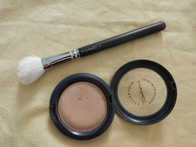 Mineralize SkinFinish Natural in Medium Dark
