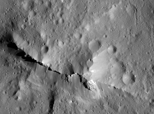 Astronomers find evidence for carbon-rich surface on Ceres