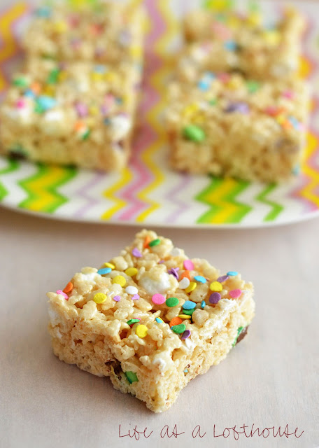 These Rice Krispie Treats are loaded with mini marshmallows, plain M&M's and topped with sprinkles. Life-in-the-Lofthouse.com