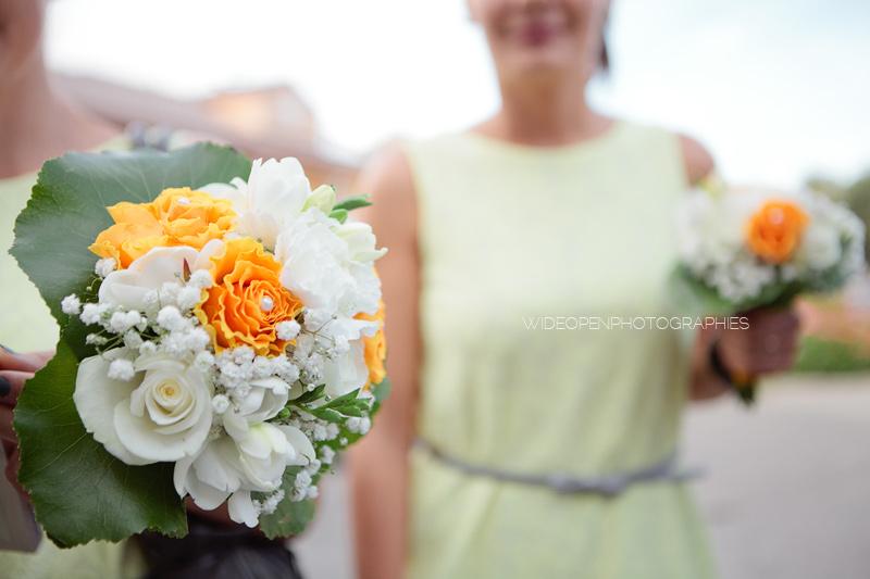 bouquet de fleurs blanches et jaunes