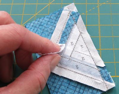 Luna Lovequilts - Paper pieced log cabin - Work in progress