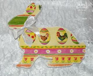 121. Jaja-pisanki  i 2 zwierzątka ze styropianu