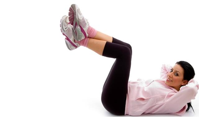 Vertical leg crunch sebagai gerakan mengecilka perut