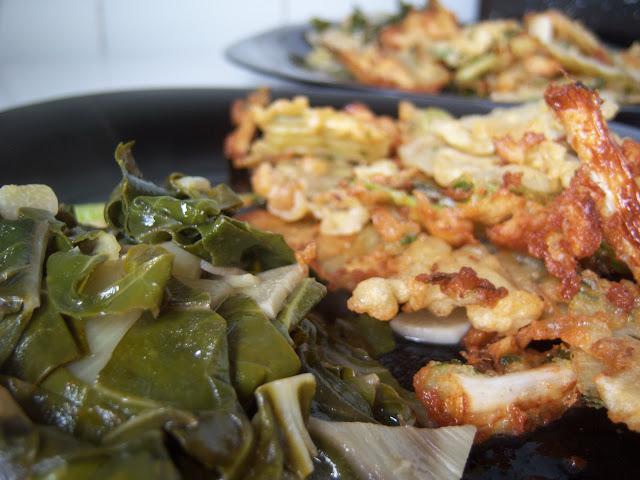 Plato de verduras listo para comer: receta de acelgas salteadas con pencas rebozadas.
