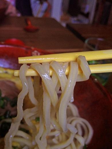 白コクそばの麺の写真