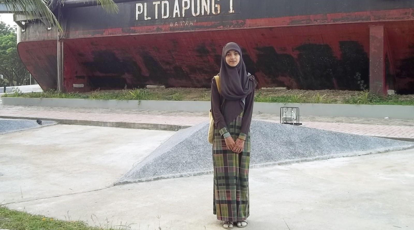 kapal diatas rumah tsunami aceh  misteri kapal pltd apung