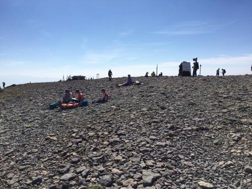 広大な硫黄岳山頂