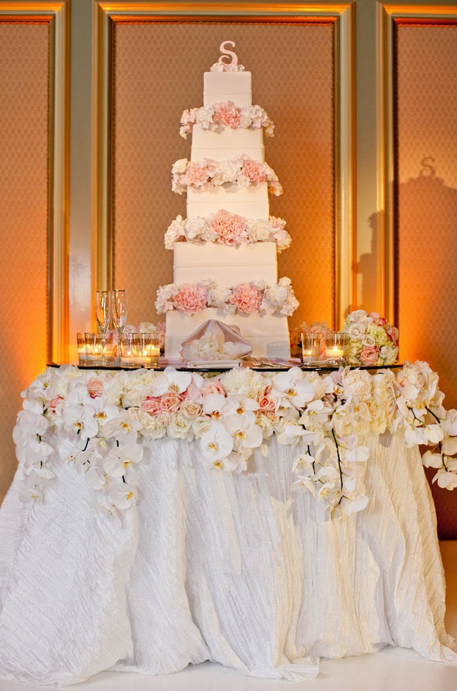 Fabulous Wedding Cake Table Ideas Using Flowers - Belle ...