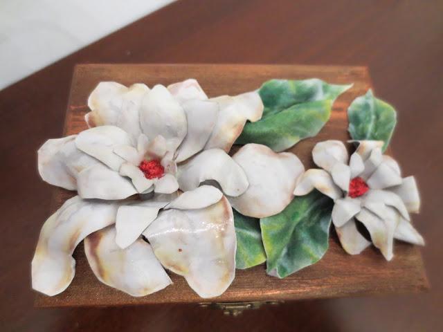 cofanetto-legno-decorato-con-sospeso-trasparente
