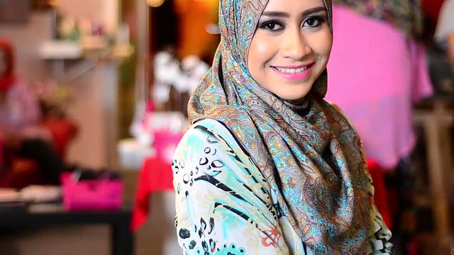 Hijab, A Girl In Veil: Step-by-Step Guide On Wearing Fashionable Hijab Veils
