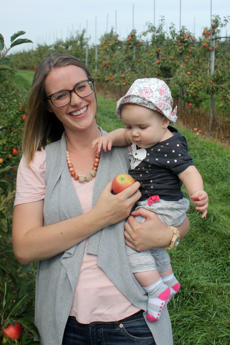 Fun Fall Family Activity - Apple Picking