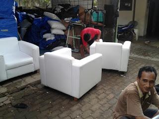 bersih-bersih sofa