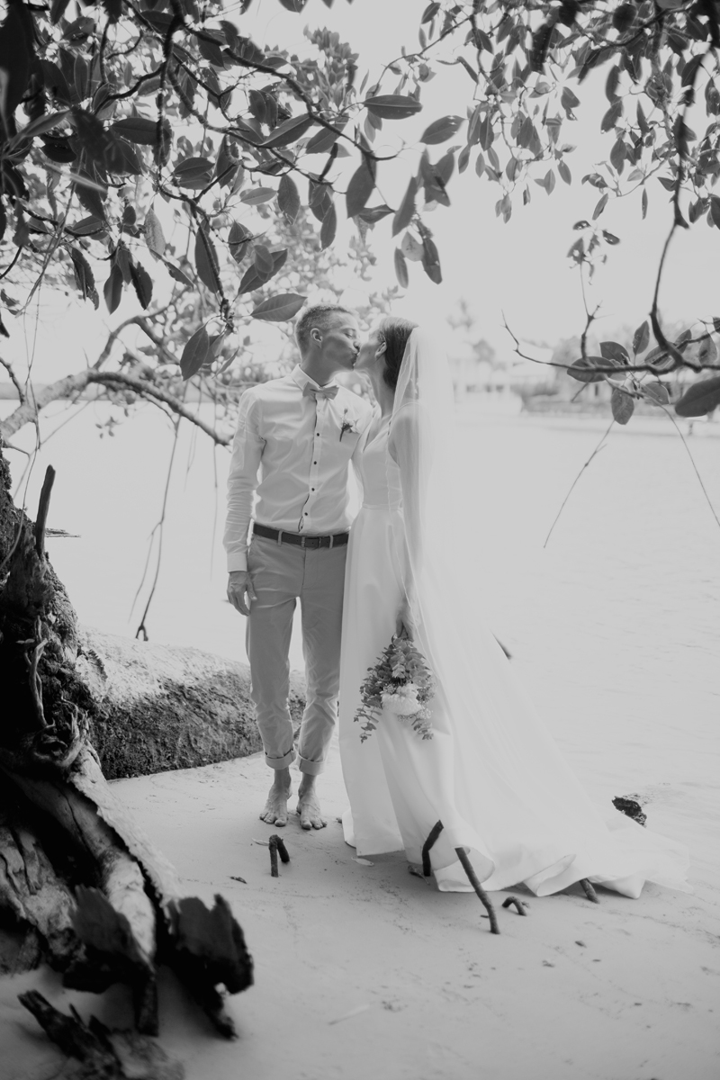 bride and groom on noosa river banks
