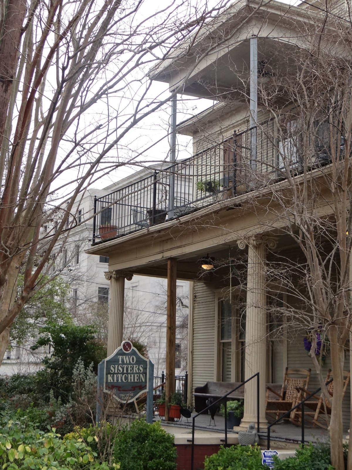Walkabout With Wheels Blog: Two Sisters\' Kitchen in Jackson ...