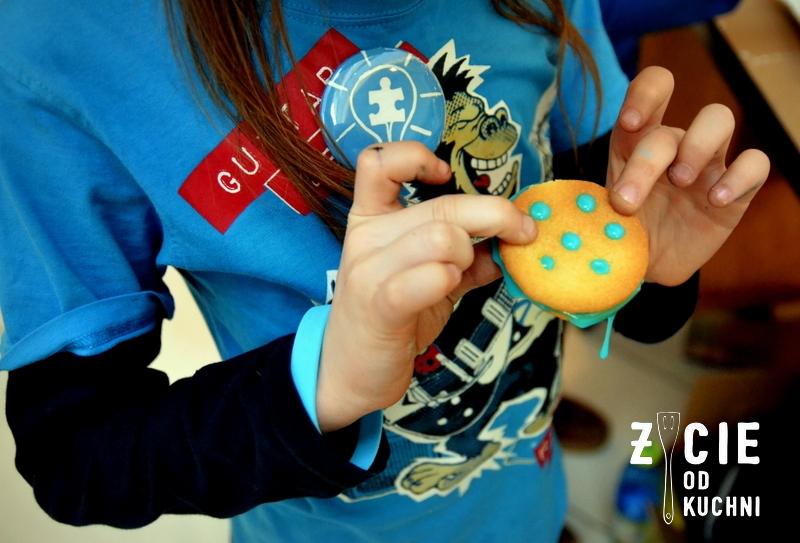 autyzm, light it up blue, wkrec sie w autyzm, swiatowy dzien wiedzy na temat autyzmu, galeria bronowice, malopolska, blog, zycie od kuchni