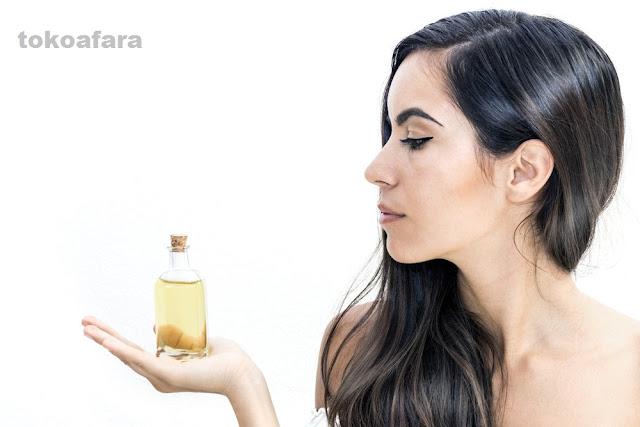 10 Manfaat Baby Oil Untuk Kecantikan Alami