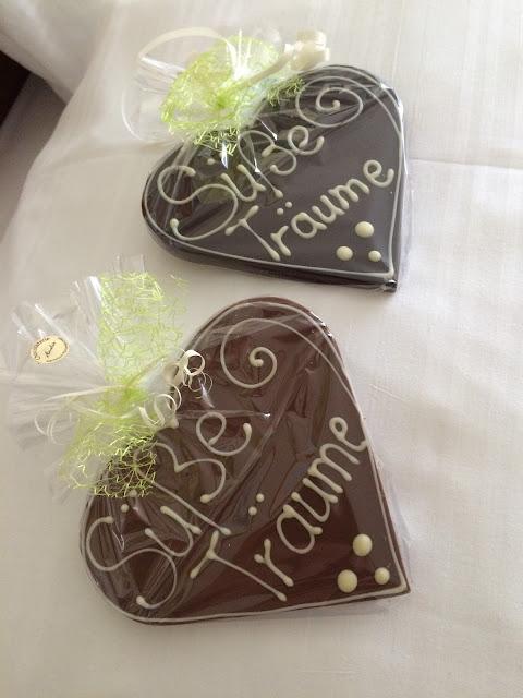 Hochzeitswochenende im Riessersee Hotel Garmisch - Schokoladen-Herzen von der Chocolaterie Amelie - Wedding favors chocolate hearts - #Hochzeit #Garmisch #Bayern #See #Berge #Natur #wedding location #wedding venue #abroad #Bavaria #Riessersee