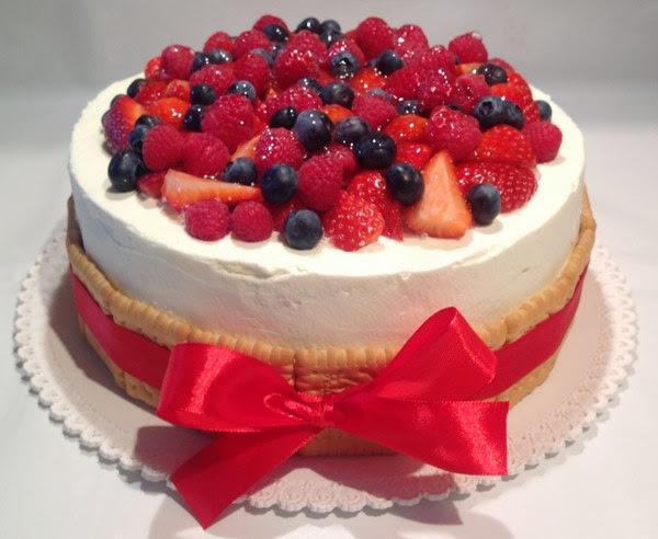 lehký dort k narozeninám VÍKENDOVÉ PEČENÍ: Ovocný narozeninový dort lehký dort k narozeninám