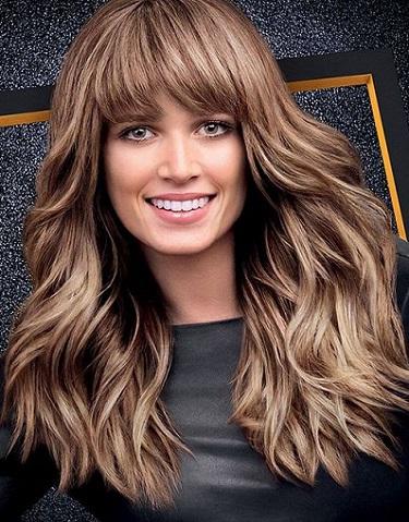 El resultado es una melena luminosa y con movimiento. El secreto está en ir degradando el tono de las mechas y que jueguen con el tono natural del pelo.