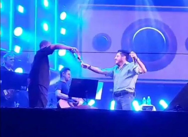 Bruno da dupla sertaneja aparece bêbado em Show