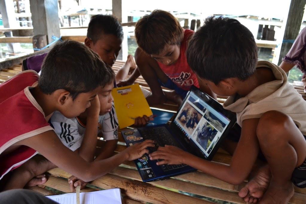 Belajar di Teras Menghadap Laut - Adlien Travel Journal