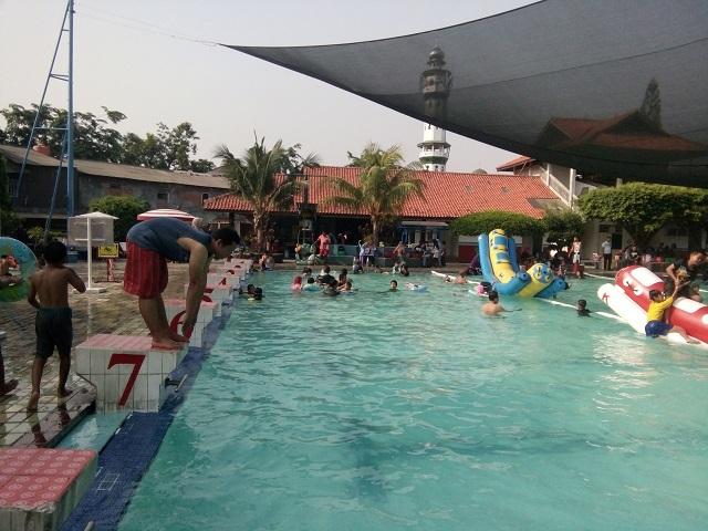 kolam renang utama di Kolam Renang HS Agung kolam renang murah