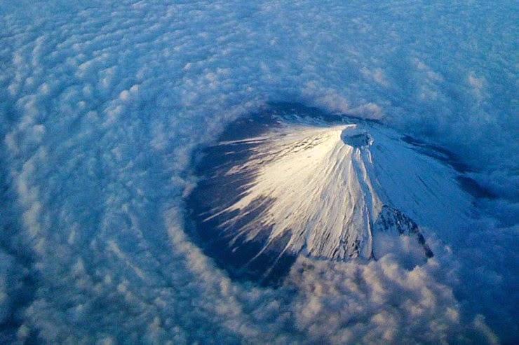 Visit Sacred Mount Fuji and the Chureito Pagoda in Japan