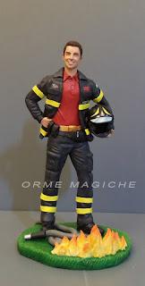 statuetta personalizzata pompiere idea regalo fidanzato statuina vigile del fuoco divisa orme magiche