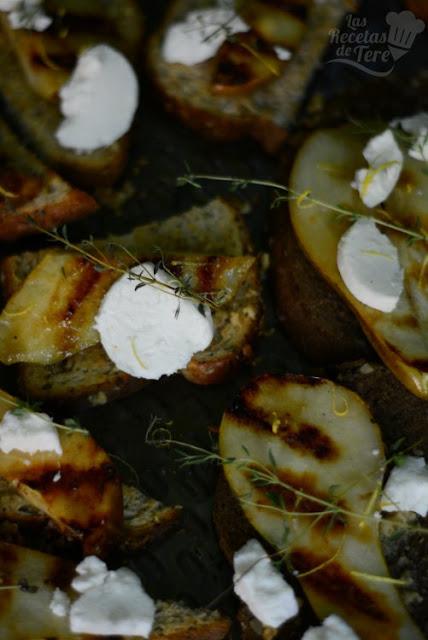 Deliciosas tostadas con peras a la parrilla y queso de cabra 03